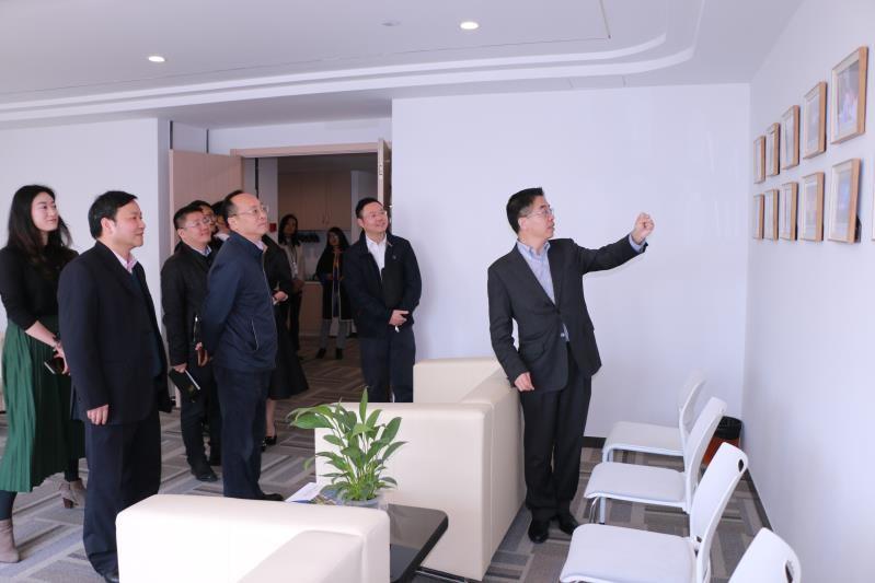 杭州市市委常委、副市长姚峰一行到浙大AIF走访调研